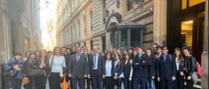 L'itis a palazzo Madama e Montecitorio a Roma, per il viaggio premio del concorso usura e legalità.